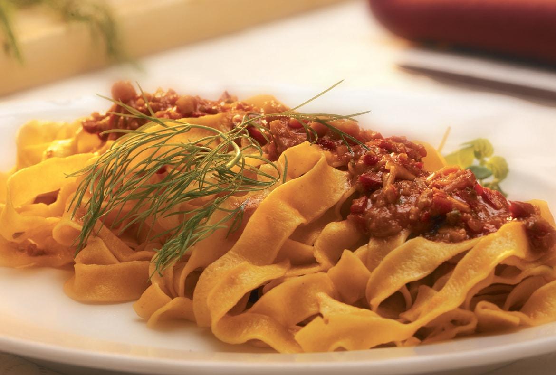 ricetta-fettuccine-al-sugo-rosso-di-fasolari
